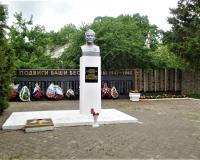 Мемориальный комплекс на братской могиле советских воинов. Романово, май 2019