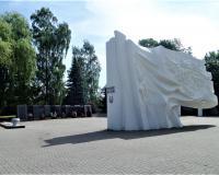 Мемориальный комплекс на братской могиле советских воинов. Гурьевск, июнь 2019