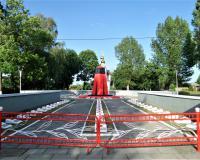 Мемориальный комплекс на братской могиле советских воинов. Калининград, п. Прибрежный, июнь 2019